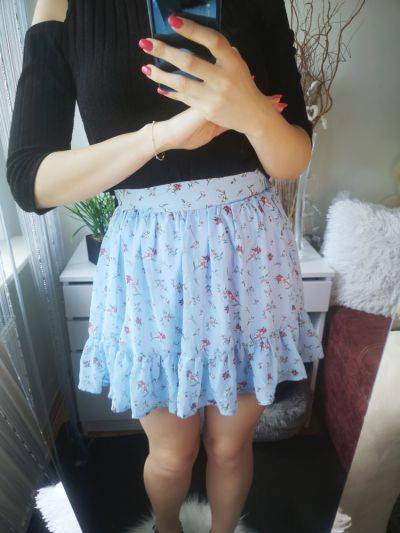 Spódnice Reserved Spódnica rozkloszowana falbanki kwiaty błękitna