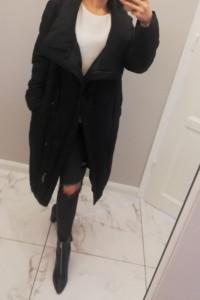 Czarny pikowany płaszcz ocieplany Top Secret...