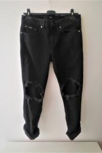 Czarne spodnie jeansowe z dziurami Hugo Boss...
