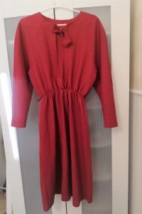 Czerwona sukienka w stylu vintage...