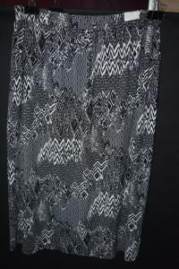 3 Elastyczna spódnica z kieszeniami Tu 48...