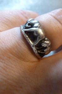 srebrny pierścionek słoń