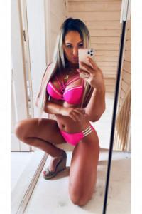 Model Paloma Pink Figi