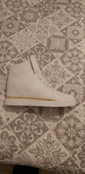 Koturny sneakersy FREETA marki Guess rozmiar 39