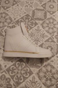 sneakersy FREETA marki Guess rozmiar 39...