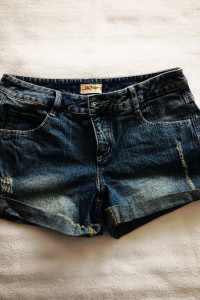 Jeansowe spodenki z przetarciami John Baner Rozmiar 38...