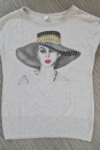 Dzianinowa bluzka z kobietą