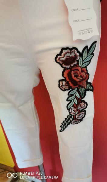 Spodnie Spodnie rybaczki leginsy hafty kwiaty
