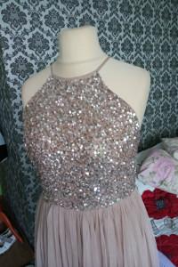Tiulowa sukienka 40