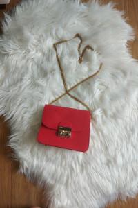 Czerwona elegancka torebka złoty łańcuszek...