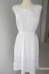 Sukienka Biała Rozkloszowana Bawełniana Zdobiona Ażurem Midi by...