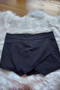 Czarne spódnico spodnie XS 34 Terranova