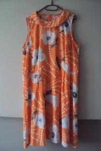 rozkloszowana sukienka w kiatuszki...