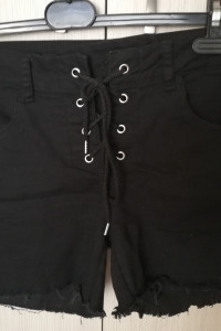 czarne spodenki jeansowe sznurowane...