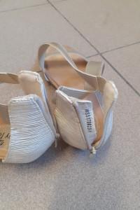 Złote letnie sandały