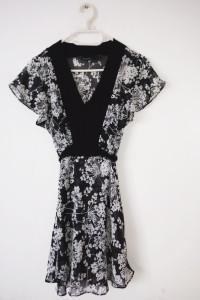 Kopertowa sukienka mgiełka KappAhl czarno biała