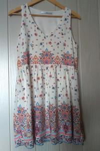 Sukienka biała w kwiaty Zara rozmiar M...