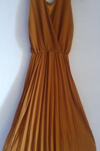 Musztardowa suknia...