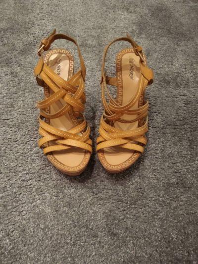 Sandały Jasnobrązowe sandałki r 37
