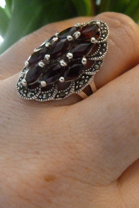 pierścionek srebrny granaty i markazyty