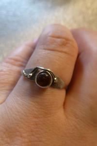 pierścionek srebrny z bursztynkiem