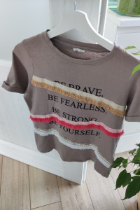 bluzeczka z modnymi elementami...