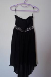 Czarna zwiewna sukienka asymetryczna z koronką wycięcia zwiewna...
