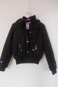 Czarna pikowana kurtka z futrzaną podszewką 36...