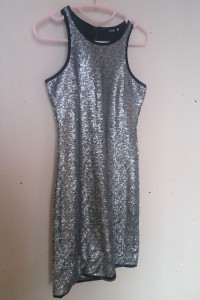 Sinsay Srebrna cekinowa sukienka mini 34...