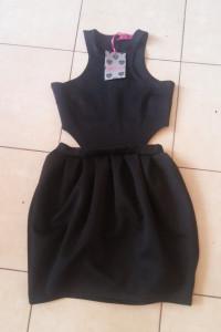 BooHoo Czarna sukienka mini z odkrytymi plecami 36 38...