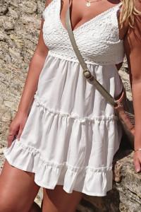 Piekna biala koronkowa sukieneczka