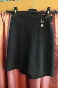 Ciemna granatowa spódniczka z wisiorkiem marki ZECO dla dziecka...