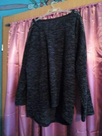 Bluzki Szaro czarna bluzka z długim rękawem z ozdobami na ramionach