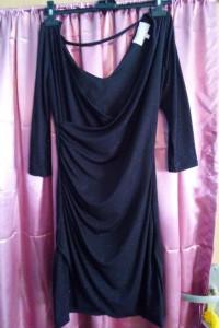 Czarna błyszcząca elegancka sukienka