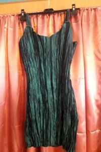 Lśniąca prosta sukienka na ramiączka...