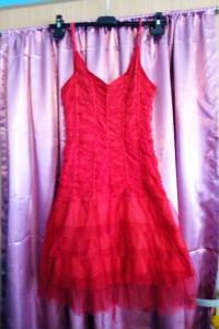 Koronkowa czerwona sukienka wiązana z tyłu regulowane ramiączka...
