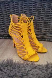 Żółte sandałki na szpilce gladiatorki 37...