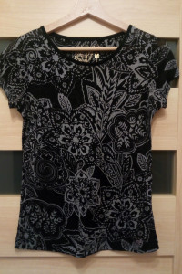 Tshirt damski czarny kwiatowy wzór Reserved M...