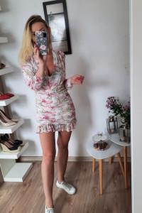 Letnia sukienka w kwiaty...