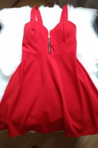 Piękna czerwona sukienka S