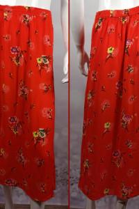 Piękna czerwona spódnica z rozporkami na przodzie o naturalnym składzie