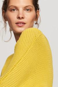 Miodowy ciepły sweter