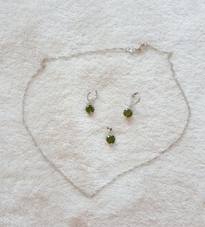 Komplety Nowy komplet naszyjnik łańcuszek zawieszka kolczyki zielone kamienie cyrkonie srebrny kolor