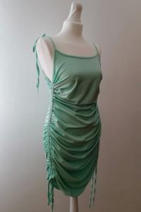 Sukienka z marszczeniami...