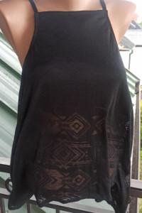 Piękny czarny nowy top