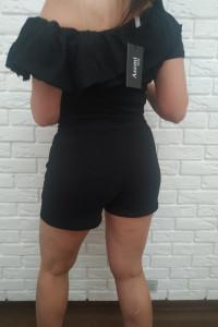 Piękny czarny komplet dresowy z krótkimi spodenkami...