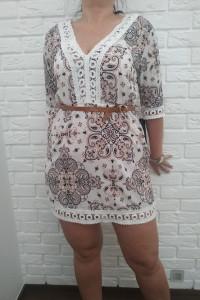 Sukienka na lato w wzory z koronką...