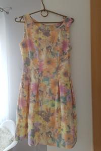 Sukienka w kwiatki rozmiar 34...