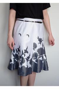 Biała spódniczka ze wzorem