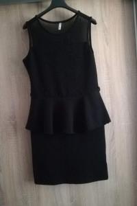 Sukienka z baskinką mała czarna